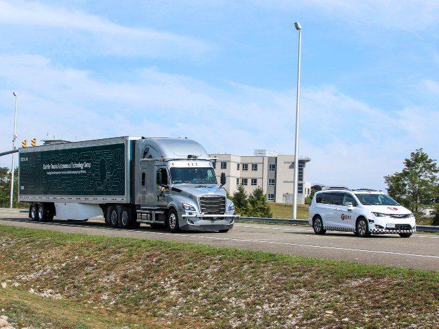 Daimler self-driving truck on Virginia roads