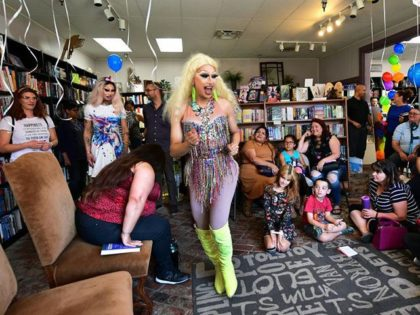 Drag Queen Story Hour for Young Children Celebrated as Part of LGBTQ 'Big Read' Event