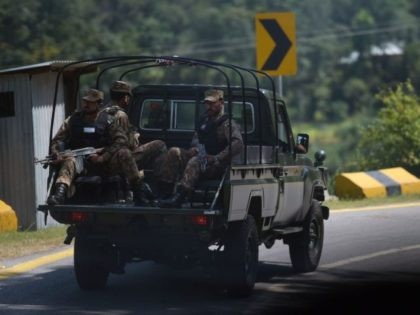 Pakistani troops patrol near the Line of Control (LoC) --- the de facto border between Pakistan and India -- in Chakothi sector, in Pakistan-administered Kashmir on August 29, 2019. (Photo by AAMIR QURESHI / AFP) (Photo credit should read AAMIR QURESHI/AFP/Getty Images)