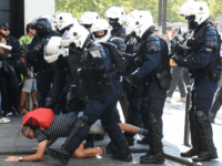 Tear Gas, Mass Arrests as Cops Crack Down on Anti-Macron Protesters