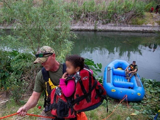 BORSTAR and Del Rio Station Border Patrol agents rescue 11 Central American migrants from island in Rio Grande. (Photo: U.S. Border Patrol/Del Rio Sector)