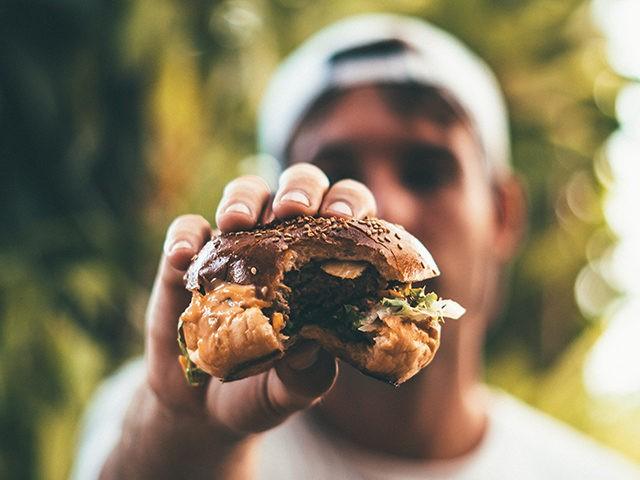 adult-beef-bite-1059040