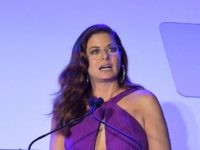HOLLYWOOD, CA - AUGUST 18: Debra Messing receives the Angel Award at Project Angel Food's 2018 Angel Awards on August 18, 2018 in Hollywood, California. (Photo by Charley Gallay/Getty Images for Project Angel Food)