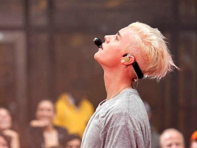 "NEW YORK, NY - SEPTEMBER 10: Justin Bieber performs on NBC's ""Today"" at Rockefeller Plaza on September 10, 2015 in New York City. (Photo by D Dipasupil/Getty Images)"