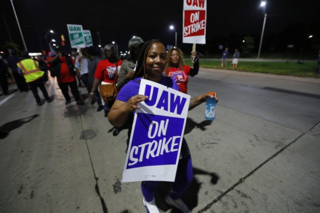 UAW official: GM's offer came too late to avoid strike
