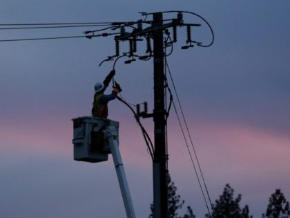 Controlled California outages loom as PG&E settles cases