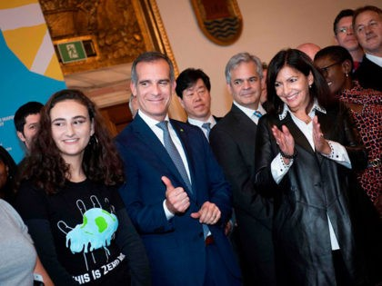 Jamie Margolin, Founder of Zero Hour, Eric Garcetti, mayor of Los Angeles and Anne Hidalgo, mayor of Paris attend a press conference at the Copenhagen City Hall in conjunction with the C40 Mayors Summit on October 9, 2019. (Photo by Liselotte Sabroe / Ritzau Scanpix / AFP) / Denmark OUT …