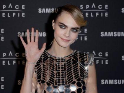 Cara Delevigne Samsung Space Selfie