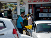 "A man fills his car with fuel at a gas station in Havana, on September 19, 2019. - Cuban President Miguel Diaz Canel blamed the United States for Cuba's fuel shortage. In his address, he said the ""low availability of diesel"" will affect transport, distribution and electricity generation. The US …"