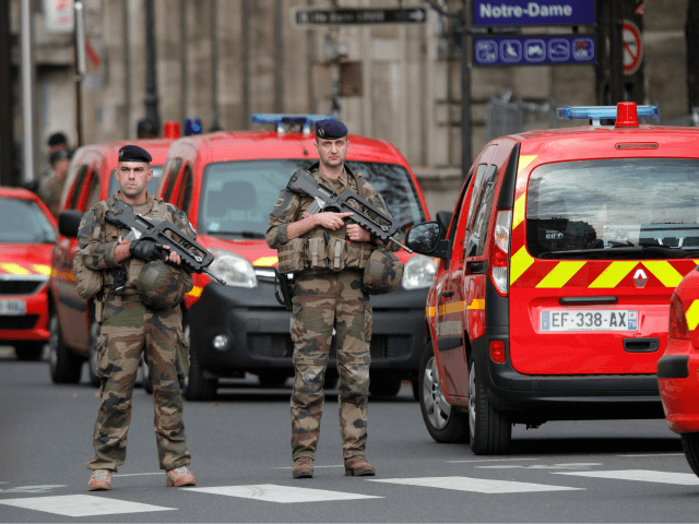 French soldiers stand guard near Paris prefecture de police (police headquarters) on October 3, 2019 after four officers were killed in a knife attack. - A man wielding a knife stabbed and killed four officers at the police headquarters in the heart of central Paris on Thursday, before being shot …