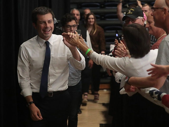 """DAVENPORT, IOWA - SEPTEMBER 24: Democratic presidential candidate, South Bend, Indiana mayor Pete Buttigieg arrives for a campaign event at St. Ambrose University on September 24, 2019 in Davenport, Iowa. The stop was Buttigieg""""s final stop of a four-day campaign bus trip in the state. (Photo by Scott Olson/Getty Images)"""