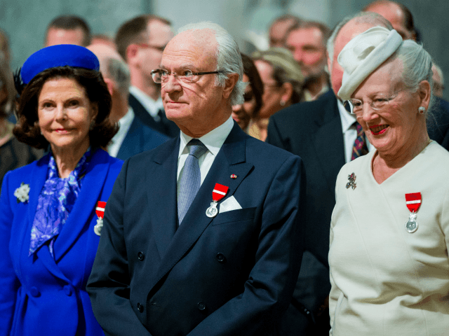 Sweden's Queen Silvia (L), Sweden's King Carl Gustaf (C) and Denmark's Queen Margrethe attend a gala in Oslo on January 17, 2016 to celebrate the 25th anniversary of Norway's King Harald's ascension to the throne. / AFP / NTB SCANPIX / Vegard Wivestad GROTT / Norway OUT (Photo credit should …