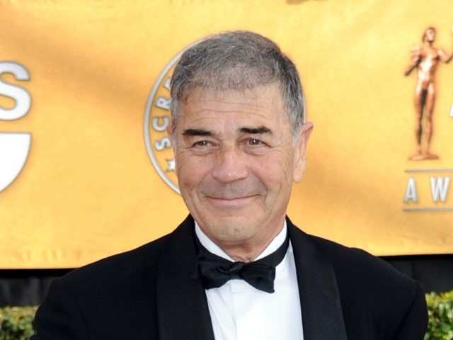 LOS ANGELES, CA - JANUARY 30: Actor Robert Forster arrives at the 17th Annual Screen Actors Guild Awards held at The Shrine Auditorium on January 30, 2011 in Los Angeles, California. (Photo by Frazer Harrison/Getty Images)