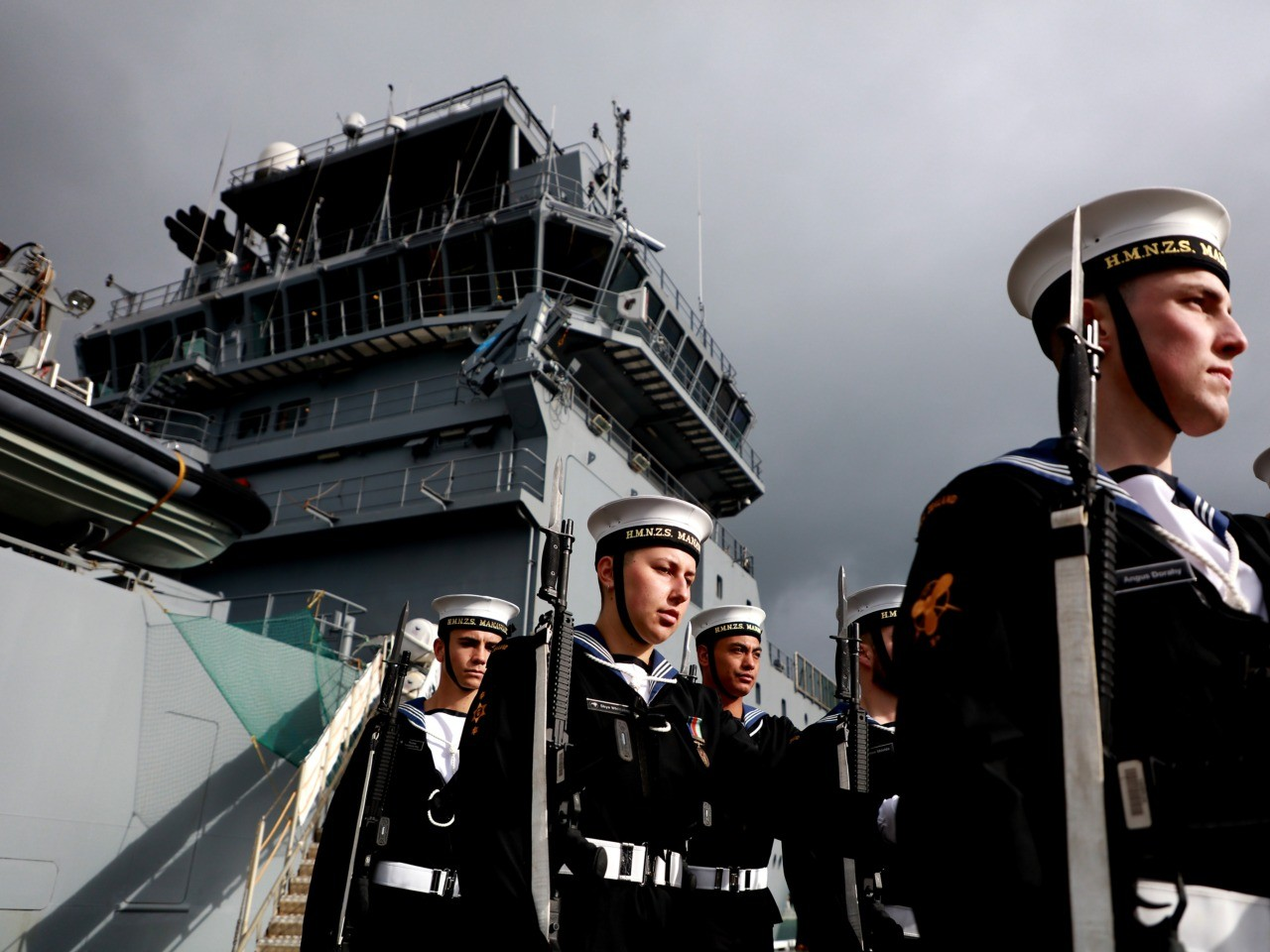 Male NZ Navy Personnel Allowed to Wear False Eyelashes and Makeup