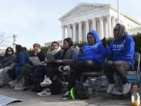 Justice Department to SCOTUS: We Can't Give Work Permits to DACA Migrants