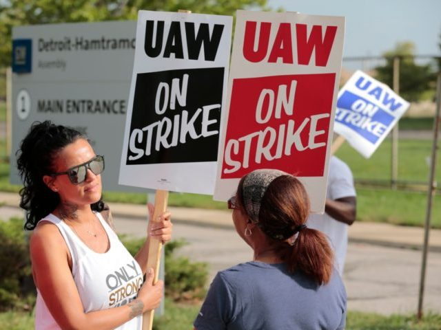 Coianne Abant, (L) a member of the United Auto Workers (UAW) Local 598 and supporters picket outside of General Motors Detroit-Hamtramck Assembly in Detroit, Michigan, as they strike on September 22, 2019. - The United Auto Workers union began a nationwide strike against General Motors on September 16, 2019 with …