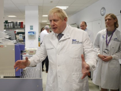 CAMBRIDGE, ENGLAND - OCTOBER 31: British Prime Minister Boris Johnson gestures as he speaks to Dr Sarah Bowdin during a visit to the East Midlands and East of England Genomic Laboratory Hub at Addenbrooke's Hospital on October 31, 2019 in Cambridge, England. (Photo by Alastair Grant - WPA Pool/Getty Images)