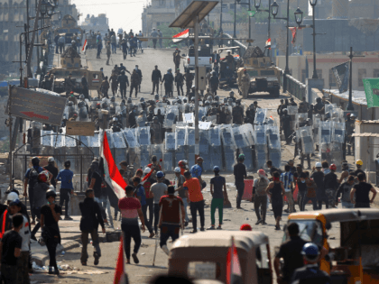 Iraqi security forces confront demonstrators on Martyrs' Bridge (Jisr Al-Shuhada) in the capital Baghdad on November 7, 2019, amid ongoing anti-government protests. (Photo by AHMAD AL-RUBAYE / AFP) (Photo by AHMAD AL-RUBAYE/AFP via Getty Images)