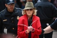 TOPSHOT - Actress and activist Jane Fonda is arrested by Capitol Police during a climate protest inside the Hart Senate office building on November 1, 2019 in Washington, DC. (Photo by Mandel NGAN / AFP) (Photo by MANDEL NGAN/AFP via Getty Images)