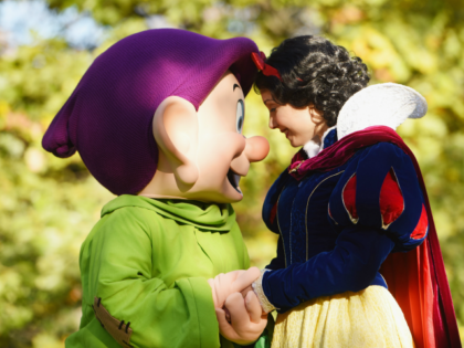 NEW YORK, NY - NOVEMBER 17: Snow White and Dopey sharing excitement over being in New York City on November 17, 2017 in New York City. (Photo by Noam Galai/Getty Images for Disney)