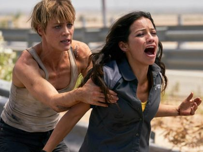 Natalia Reyes and Mackenzie Davis in Terminator: Dark Fate (Kerry Brown/Kerry Brown - © 2018 SKYDANCE PRODUCTIONS AND PARAMOUNT PICTURES., 2019)