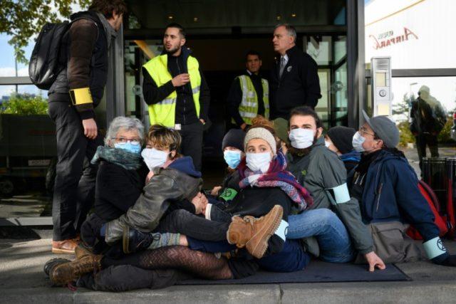 Climate protesters block Geneva's private jet terminal