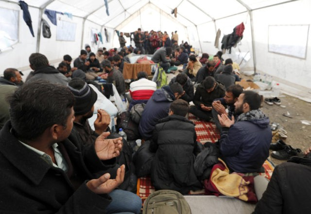 "Rights group: Bosnian migrant camp ""dangerous and inhumane"""