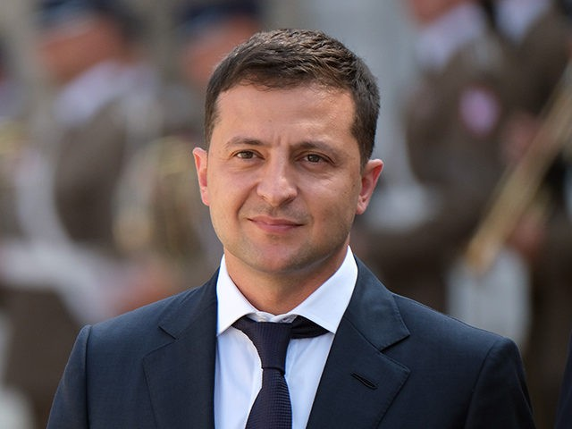 WARSAW POLAND- AUGUST 31 Ukrainian President Volodymyr Zelensky and Polish President Andrzej Duda review a guard of honor upon Zelensky's arrival at the Presidential Palace