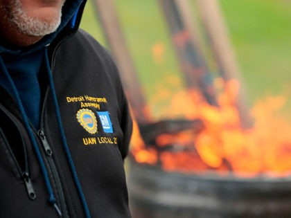 United Auto Workers (UAW) members stand around a barrel as they stay warm while striking outside of the General Motors Detroit-Hamtramck Assembly plant in Detroit, Michigan, on October 25, 2019. - General Motors hourly workers ratified a new contract with the auto giant, ending the longest automotive strike in nearly …