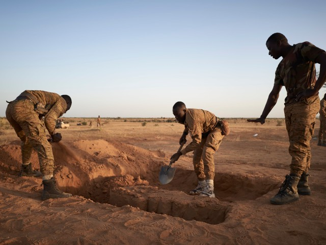 A group of soldiers of the Burkina Faso Army dig foxholes for sentinels in a temporary base set in the region of Soum in northern Burkina Faso on November 12, 2019. (Photo by MICHELE CATTANI / AFP) (Photo by MICHELE CATTANI/AFP via Getty Images)