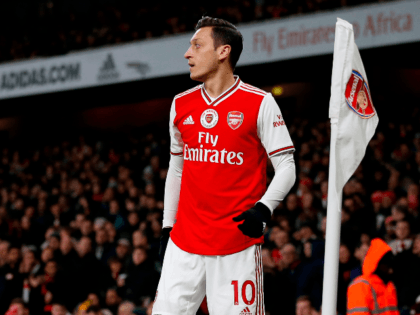 Arsenal's German midfielder Mesut Ozil prepares to take a corner during the English Premier League football match between Arsenal and Manchester City at the Emirates Stadium in London on December 15, 2019. (Photo by Ian KINGTON / IKIMAGES / AFP) / RESTRICTED TO EDITORIAL USE. No use with unauthorized audio, …