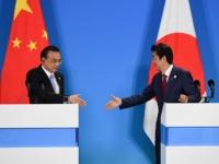 CHENGDU, CHINA - DECEMBER 24: China's Premier Li Keqiang (L) shakes hands with Japan's Prime Minister Shinzo Abe (R) at a joint press conference at the 8th trilateral leaders' meeting between China, South Korea and Japan in Chengdu, in southwest China's Sichuan province on December 24, 2019. (Photo by Wang …