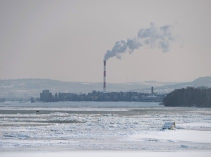 A picture shows ice covered Danube river in Belgrade on January 10, 2017, as temperatures dropped to -15 degrees Celsius over night. Frosts and heavy snowfalls are forcing the Serbian authorities to impose emergency situation regimes. Such regime was imposed in nine Serbian municipalities. A red (the highest out of …