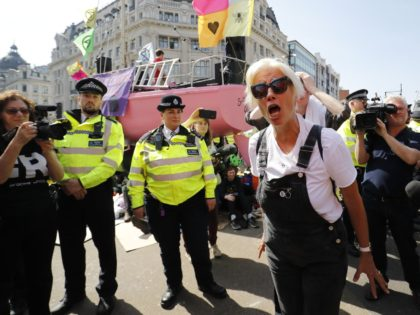 British actress Emma Thompson (C) gestures as police surround the pink boat being used as a stage by climate change activists as they occupy the road junction at Oxford Circus in central London on April 19, 2019 during the fifth day of an environmental protest by the Extinction Rebellion group. …