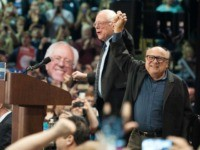 Actor Danny DeVito introduces Democratic Presidential candidate Bernie Sanders at a 'Future to Believe In' rally at Afton High School on March 13, 2016 in St. Louis, Missouri. / AFP / Michael B. Thomas (Photo credit should read MICHAEL B. THOMAS/AFP via Getty Images)