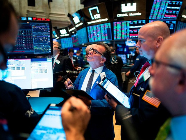 Traders work before the opening bell at the New York Stock Exchange (NYSE) on November 14, 2019 in New York City. - Global economic worries on Thursday caused Wall Street to retreat from record highs following sour economic data from major economies and signs of persistent deadlock in US-China trade …