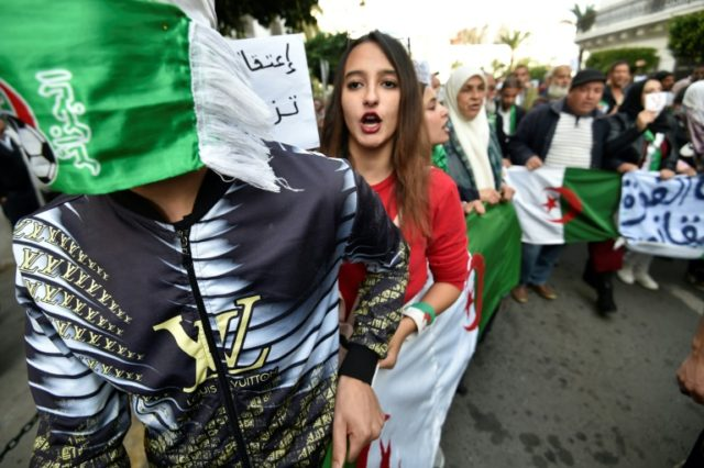 Algeria youth scorn 'dinosaur' old guard ahead of polls