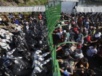 Migrants Scuffle with Police as Caravan Reaches Mexican Border