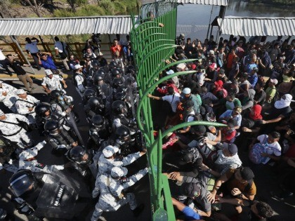 Migrants Scuffle with Police as Caravan Reaches Mexico's Southern Border