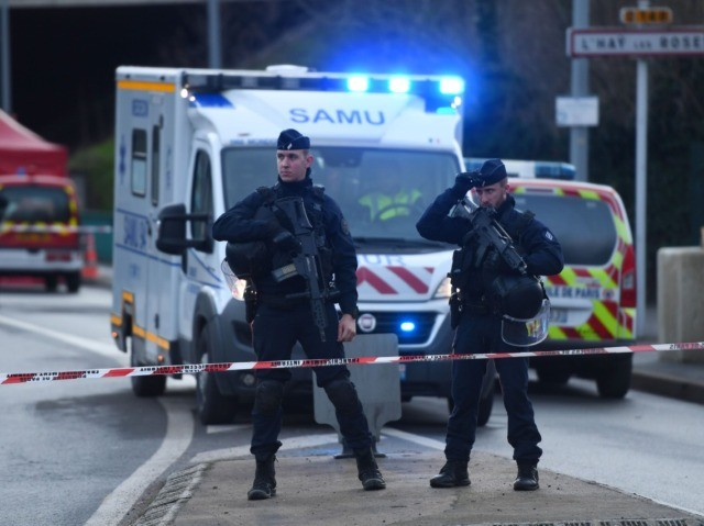 """Police officers stand guard on January 3, 2020 in L'Hay-les-Roses on the site where police shot dead a knife-wielding man who killed one person and injured at least two others in a nearby park of the south of Paris' suburban city of Villejuif. - The man had attacked """"several people"""" …"""