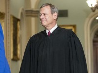 Report: Justice John Roberts Hospitalized in June with Head Injury