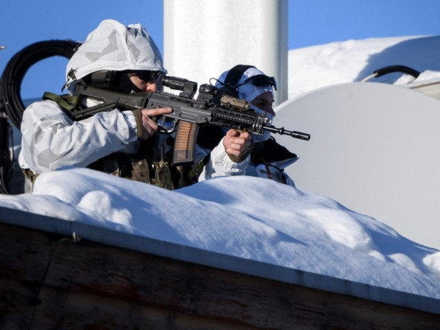 Policemen wearing camouflage clothing stands on the rooftop of a hotel near the Congress Centre during the World Economic Forum (WEF) annual meeting in Davos, on January 20, 2020. (Photo by Fabrice COFFRINI / AFP) (Photo by FABRICE COFFRINI/AFP via Getty Images)