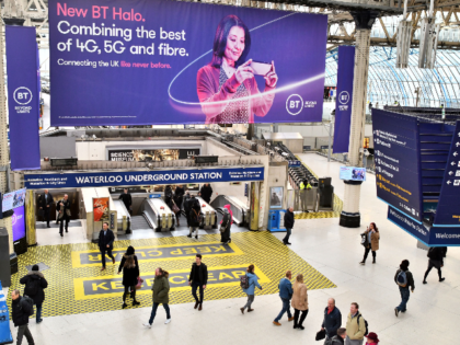 A billboard advertising 4G, 5G and fibre mobile telecommunication is displayed at Waterloo Underground Station in London on January 28, 2020. - Prime Minister Boris Johnson is expected to announce a strategic decision on Jnauary 28, 2020 on the participation of the controversial Chinese company Huawei in the UK's 5G …