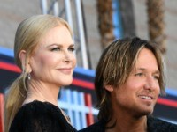 Australian singer Keith Urban (R) and his wife Australian actress Nicole Kidman arrive for the 54th Academy of Country Music Awards on April 7, 2019, at the MGM Grand Garden Arena in Las Vegas, Nevada. (Photo by Robyn Beck / AFP) (Photo credit should read ROBYN BECK/AFP via Getty Images)