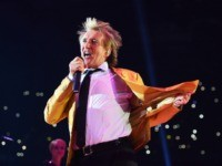 DUESSELDORF, GERMANY - NOVEMBER 28: Singer Rod Stewart performs prior to the IBF IBO WBA WBO Heavyweight World Championship contest between Wladimir Klitschko and Tyson Fury at Esprit-Arena on November 28, 2015 in Duesseldorf, Germany. (Photo by Lars Baron/Bongarts/Getty Images)
