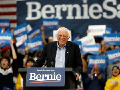 Sanders leads close 4-way battle in early voting Iowa: poll