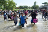 VIDEOS: Hundreds of Caravan Migrants Rush Mexico's Border