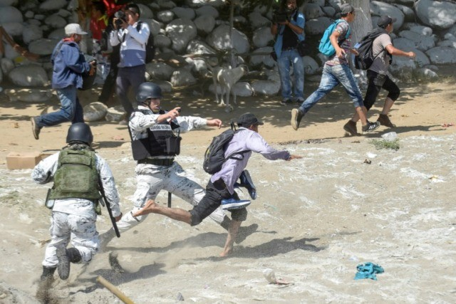 Migrant caravan shrinks at Guatemala-Mexico border amid deportations