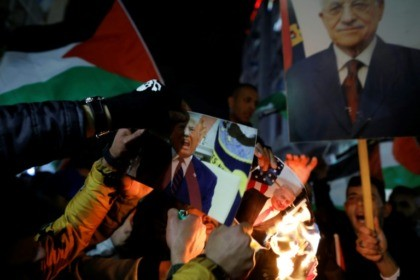 Palestinian protesters in Ramallah burn pictures of Donald Trump and Benjamin Netanyahu