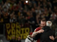 Roma legend De Rossi hires make-up artist to watch Rome derby with fans